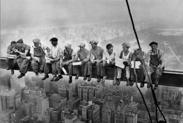 1. Almorzando en lo alto de un rascacielos, 1932
