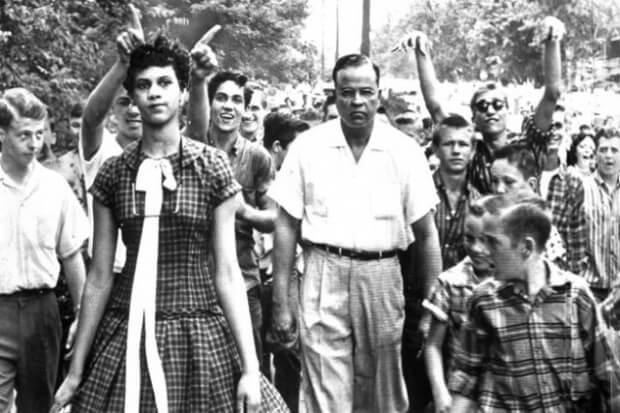 4. Primer Estudiante Afroamericano, 1957