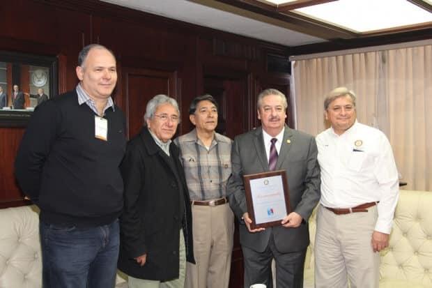 Recibe Rector de la UAT reconocimiento del Club Rotario Tamaholipa 2